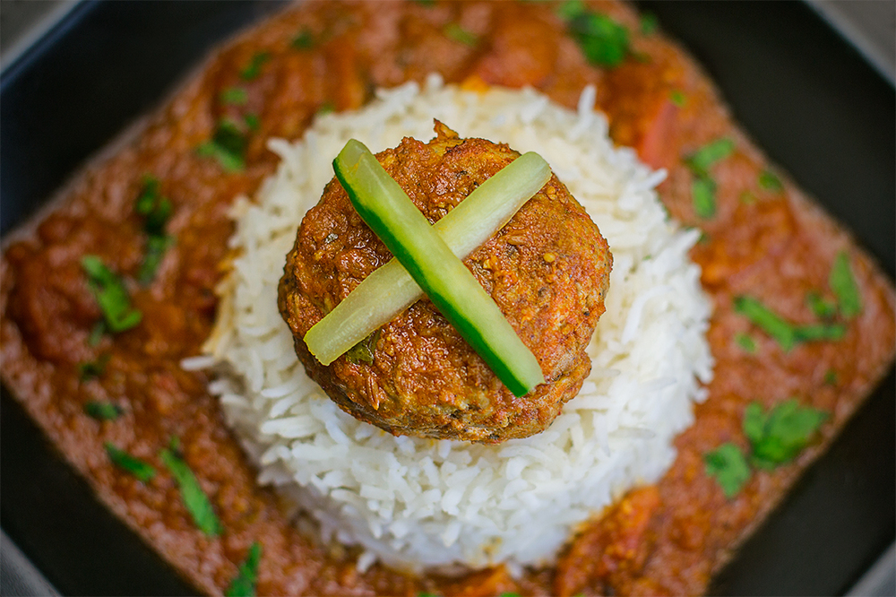 A ballsy meatball curry