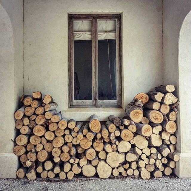 Patterns in a wood stack.  #gardenmarlborough #nelmac #woodstack #neutralcolours #marlborough