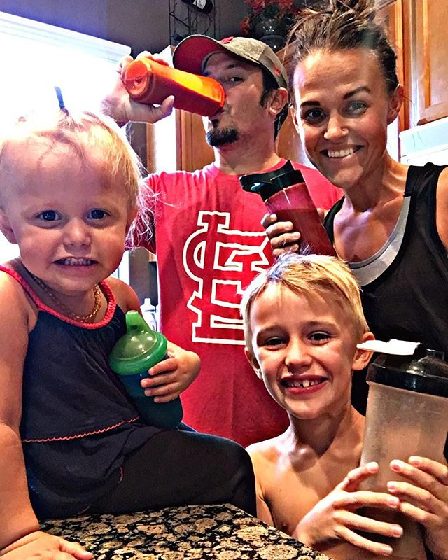 A family that shakes together -- stays healthy together!! 🙌  As if having picky eaters isn't hard enough -- throw school into the mix and packing lunches, snacks, and having after school options avail I feel like I'm picking my battles more often than I'd like! 😬  I prefer to know what my kids are eating which leads to them crying about their options more often!  Having our shake is great and I love that I'm getting my nutrition in but now that we have a kid friendly option that ensures they get all their daily vitamins and minerals -- well at least I know I'm doing one thing right!! 🙌  PS... I'm still working on my oldest 🙄