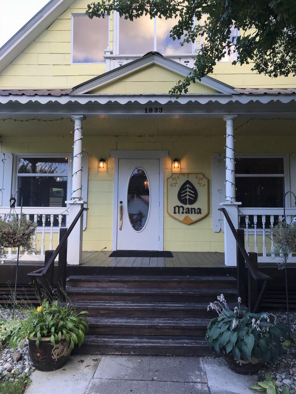 "Bre Sheppard : Exploring Leavenworth - A Seattle ""Staycation"" - Mana : Food : Eat Leavenworth.jpg"