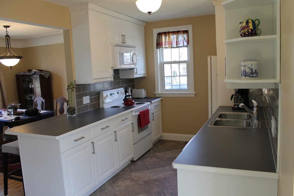 Brand new Fully-Equipped Kitchen with all the amenities!