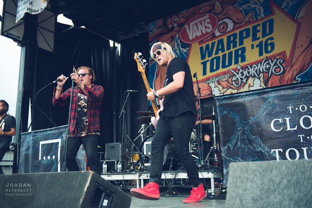 TooCloseToTouchLIVE-9.jpg