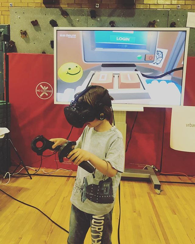 @vrbar.nyc is a huge hit with the kids today. There's still time to join us! Here until 4pm STEAM fair 2018 17th St & 7th Av 11-4pm  #virtualreality #brooklynkids #steamfair2018 #steameducation #steamheroes