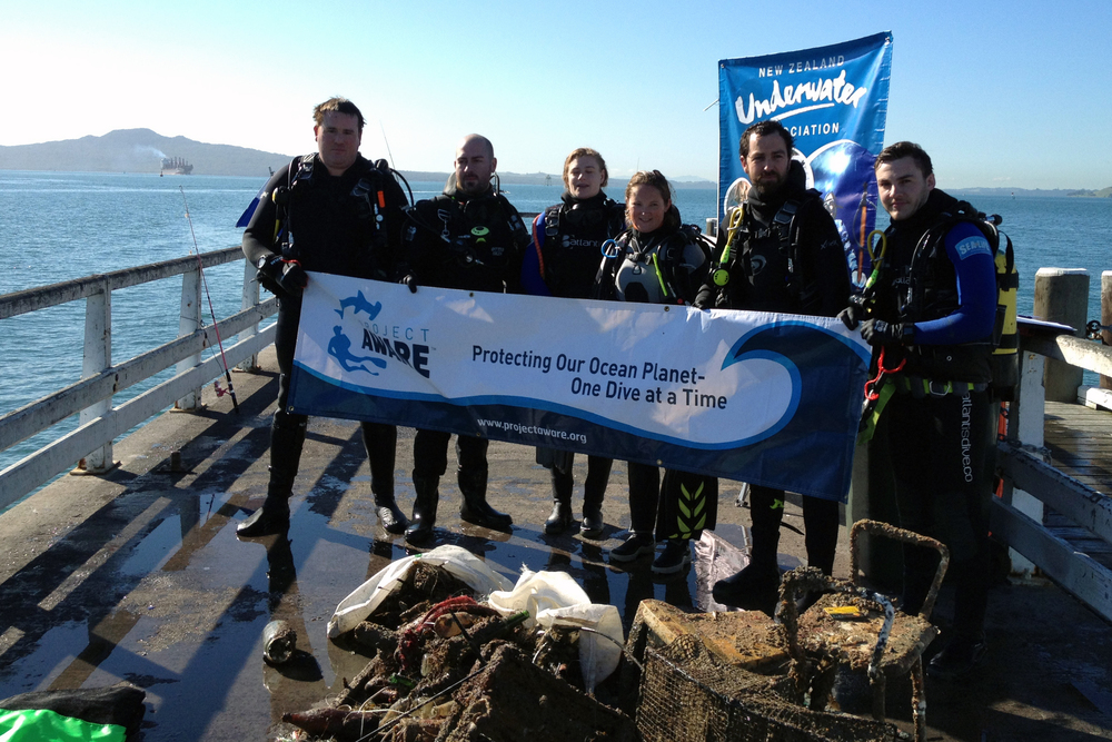 Divers from World Ocean Day 2015 Dive for Debris
