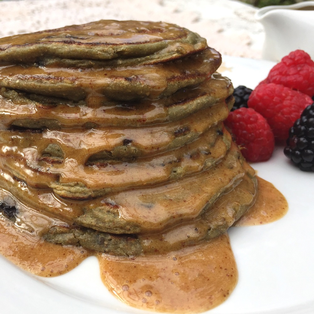 HEALTHY BLUEBERRY BANANA PROTEIN PANCAKES WITH PEANUT BUTTER SYRUP ...