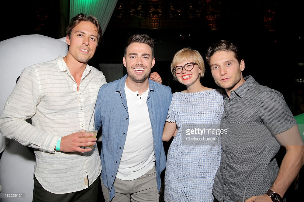 482235124-actors-mike-scocozza-jonathan-bennett-jessie-gettyimages.jpg