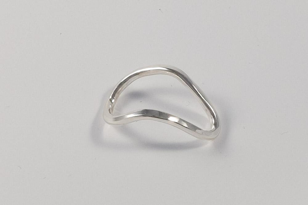 Pris dkk 650. Hammerslået sølvring med knæk