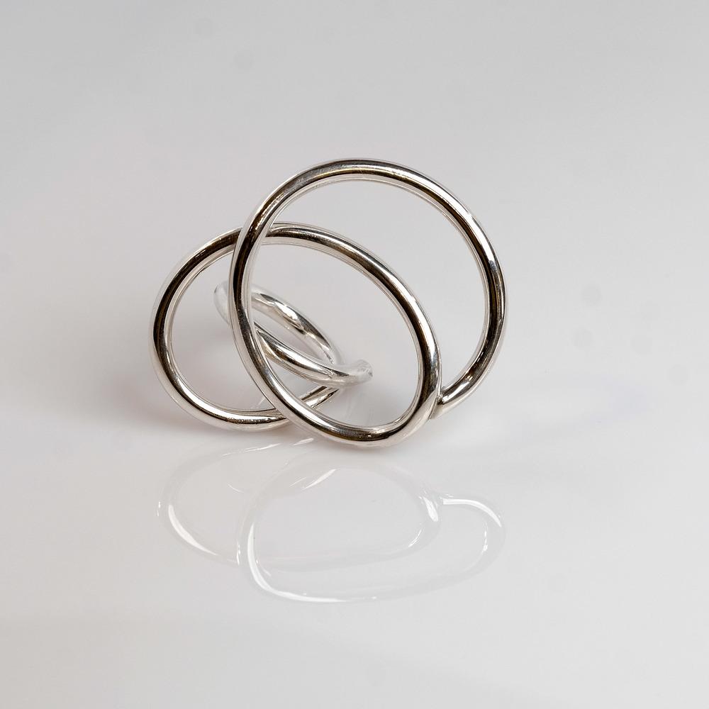 Pris: 1250. Smuk sølv ring i 2,5mm tråd