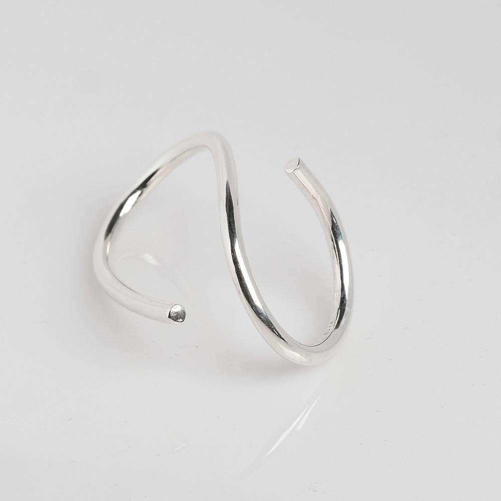 Pris 950. Meget smuk enkel sølvring