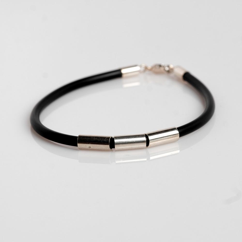Pris dkk 350 Gummi armbånd med sølvrør