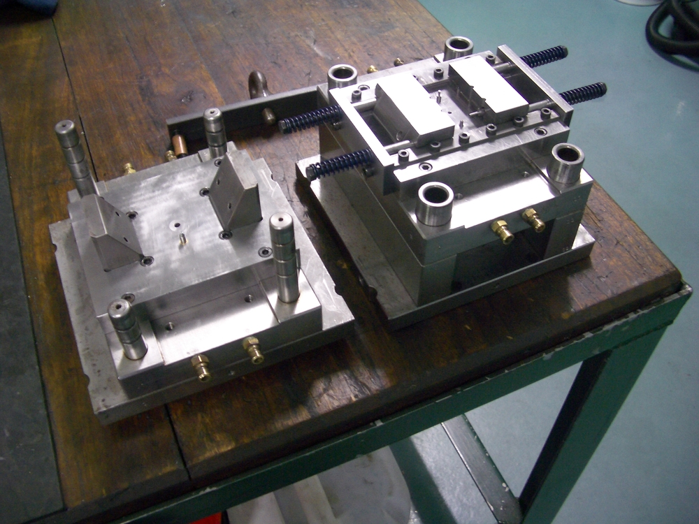 RC carburettor body injection mould.jpg