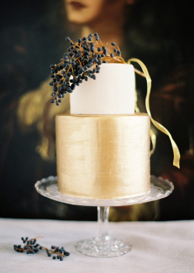 16. black and white cake via style me pretty