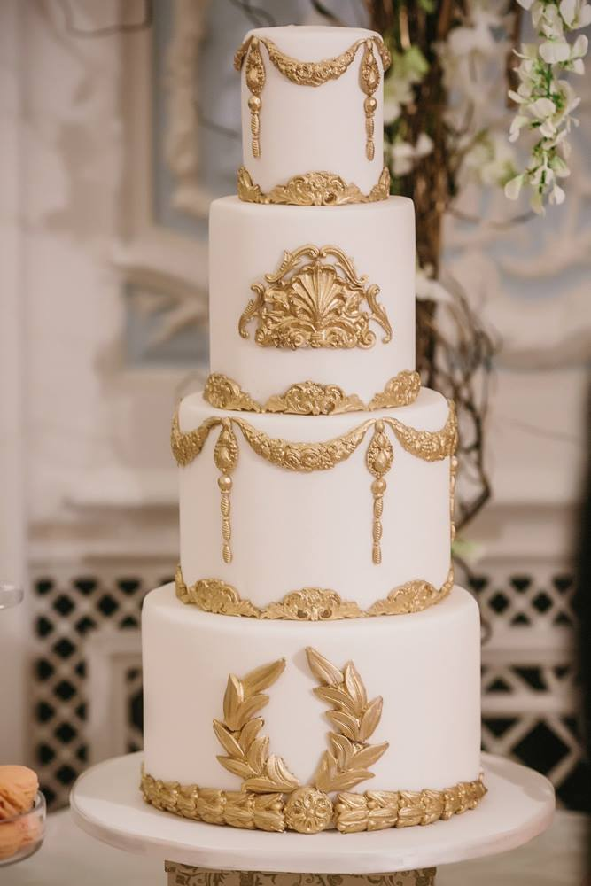 16 Gold Wedding Cake Designs For Modern And Glamorous Events