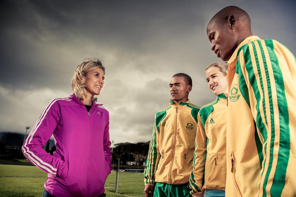 Elana Meyer coaching young athletes