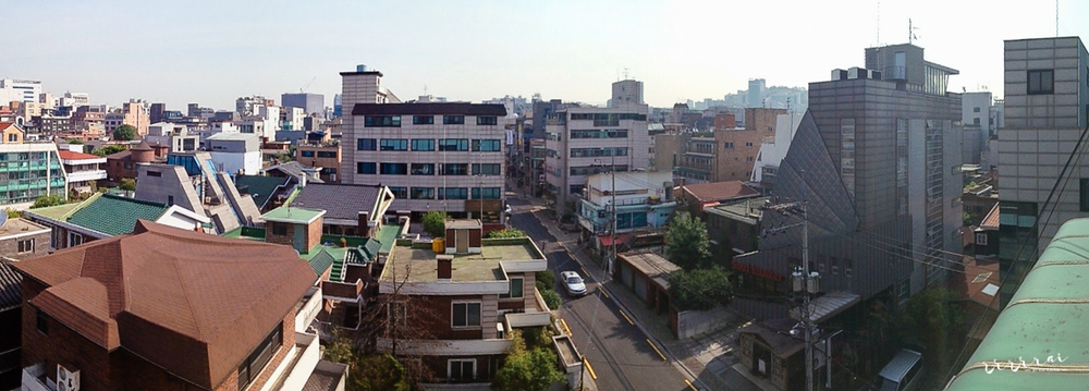 The view from the rooftop of our home (Aram's home actually, whose hospitality was so remarkable that it felt as if we were indeed at home!) in Hapjeong (합정)