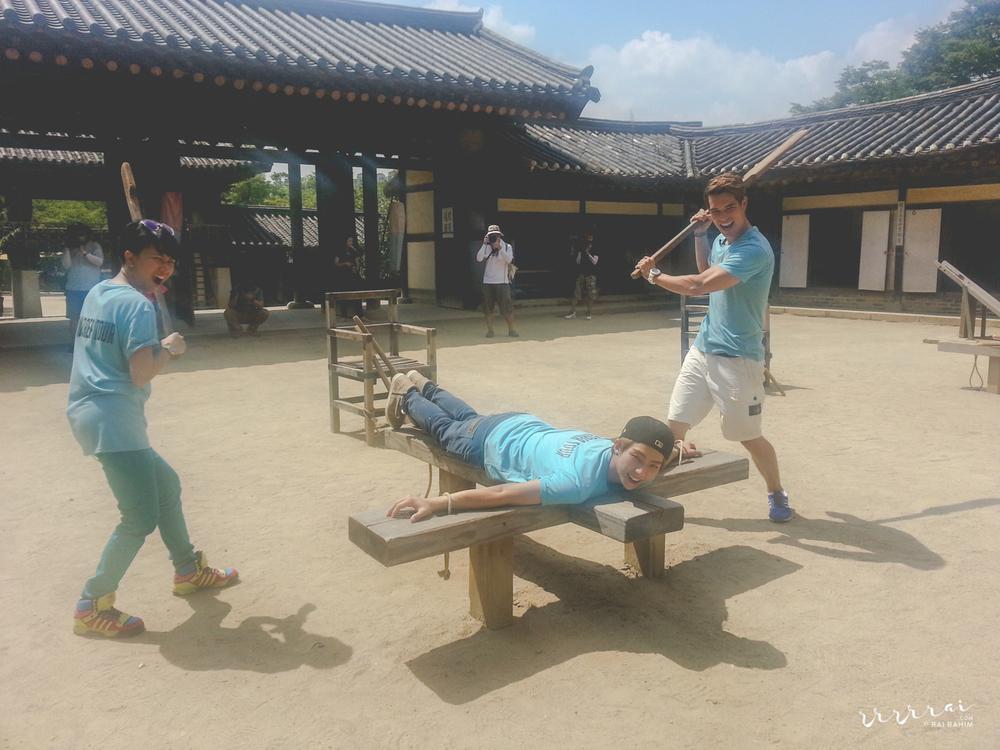 130903-wiki-korea-tour-1.jpg
