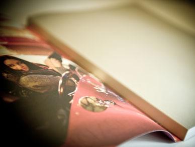 Broschur – Einband golden – mit Schutzumschlag