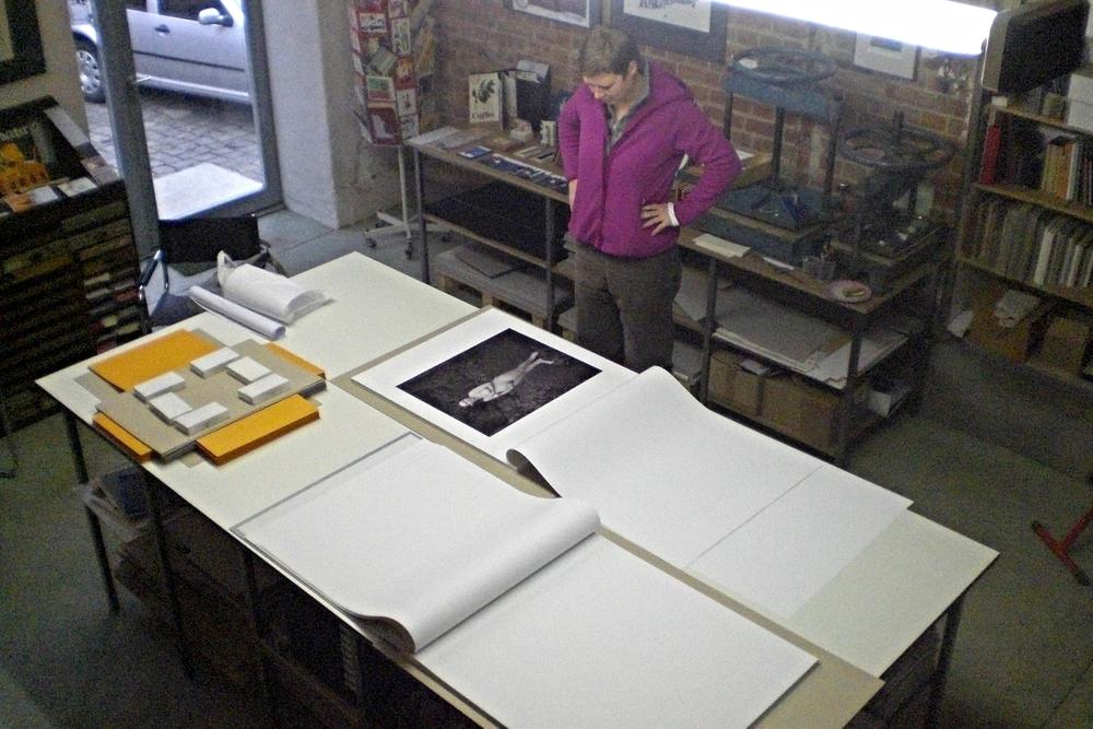 Bei der Buchbinderin Katja Zwirnmann in der Spinnerei in Leipzig