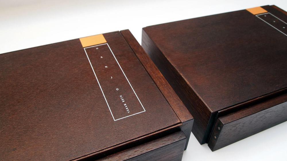 Holzbox geschlossen: Hanjo – Yoram Roth