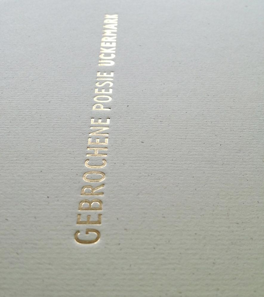 goldene Heißfolienprägung auf dem Cover der Siebdruckausgabe