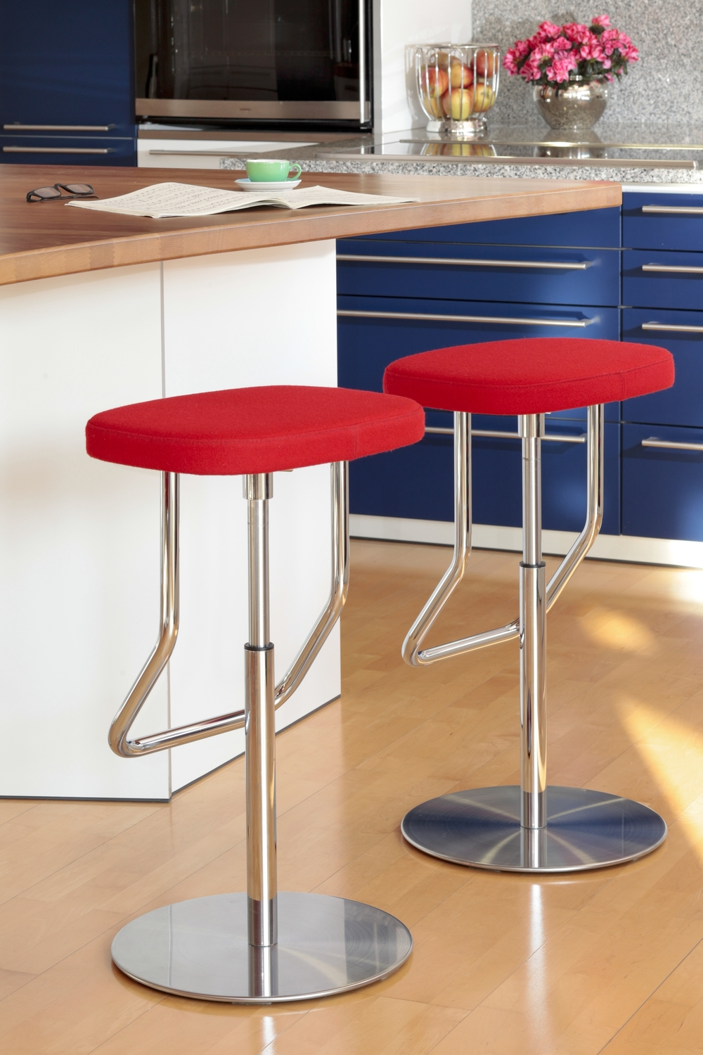 S123 Stool by Thonet