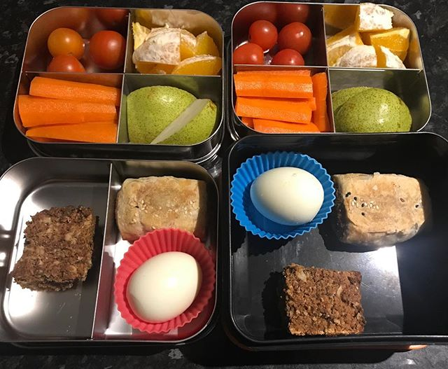 My kids get lunchbox fatigue if I'm lazy and keep putting the same things in. We have a set routine of 2 veg, 2 fruit, a snack item and a lunch item or 2. Today's snack is a fav #thermobexta Anzac slice and lunch of a vego sausage roll and a boiled egg. #lunchbots #wholefoods
