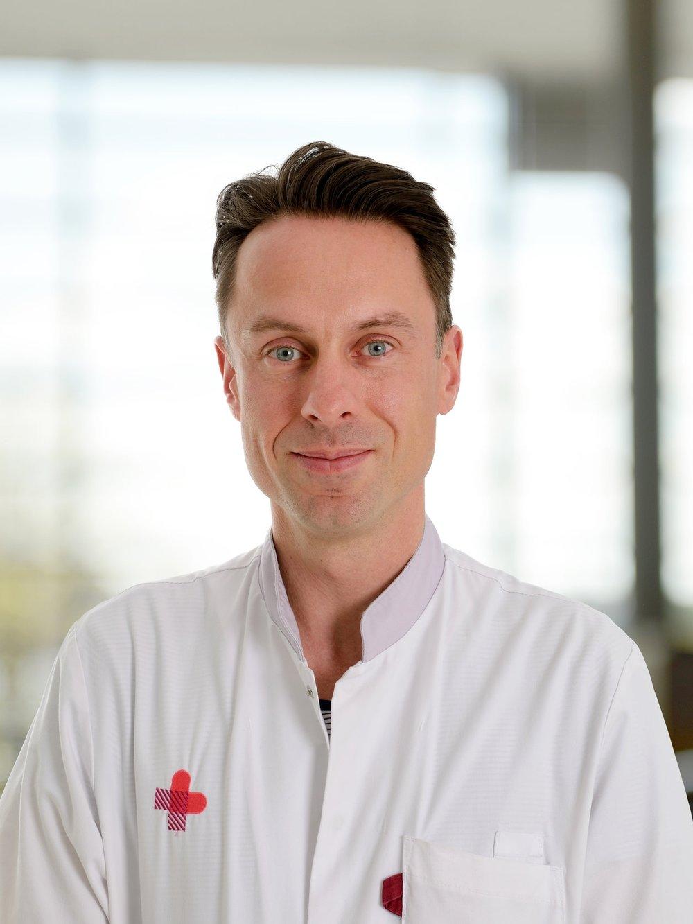 Dr. W.A. Draaisma - Werner Draaisma is sinds 2012 chirurg met maag-darm chirurgie als aandachtsgebied. Sinds 2018 is hij werkzaam is in het Jeroen Bosch Ziekenhuis waar hij de beste patiëntenzorg wil combineren met innovatie en persoonlijke aandacht. Zijn specifieke aandachtsgebieden zijn onder andere goedaardige aandoeningen van van de slokdarm en maag (zuurbranden, middenrifbreuken, achalasie) en minimaal-invasieve chirurgie.