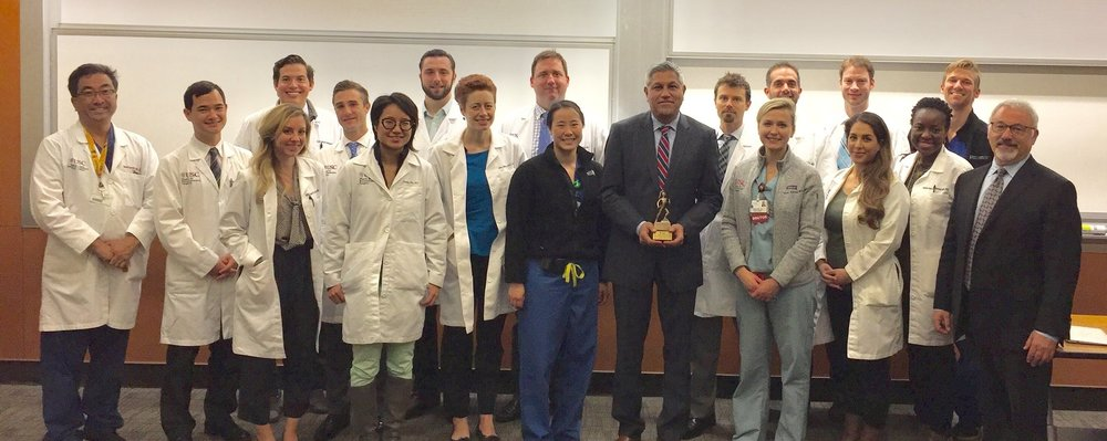 Dr. Rajiv Sood Visiting Bruce Zawacki Visiting Professor with the UsC Plastic Surgery Residents at Grand Rounds