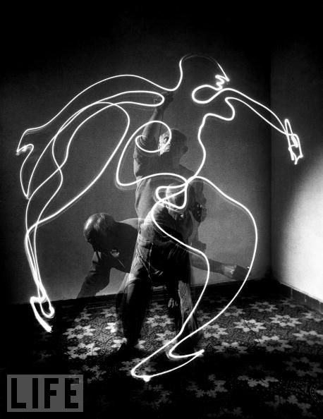 picasso-light-drawing-gjon-mili