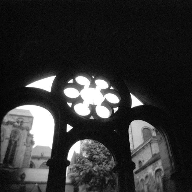 H4-4 Church Window, Trier88.jpg