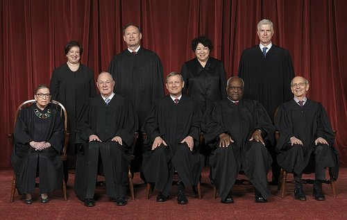 800px-Supreme_Court_of_the_United_States_-_Roberts_Court_2017.jpg