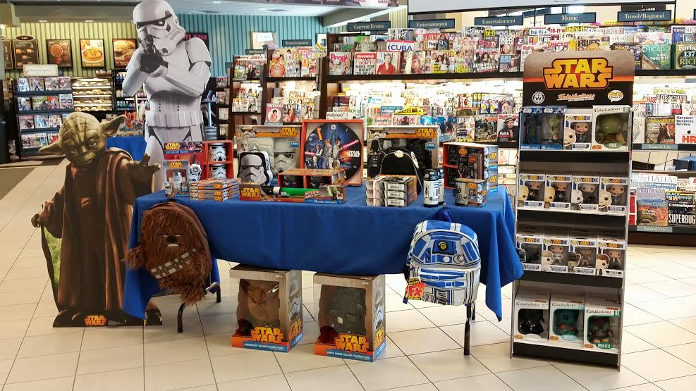 A Few Stores Went Above And Beyond With Decorating Ambiance One Barnes Noble Employee Has Father Who Is Star Wars Fan He Lent Life Size