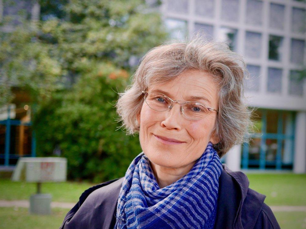Anna Nussbaum vor der Amerika-Gedenkbibliothek | Berlin