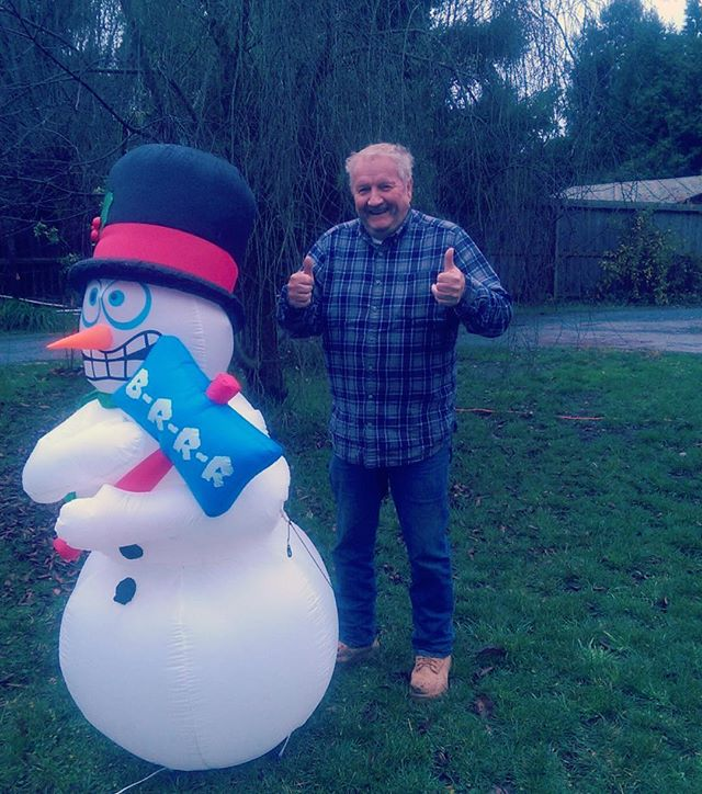 Who's got two thumbs and is ready for the holidays?  #dadmode #ifaguy #holidays #oldpeoplebelike #goofin