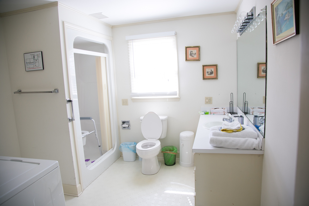 Clinard_bathroom white-1.jpg