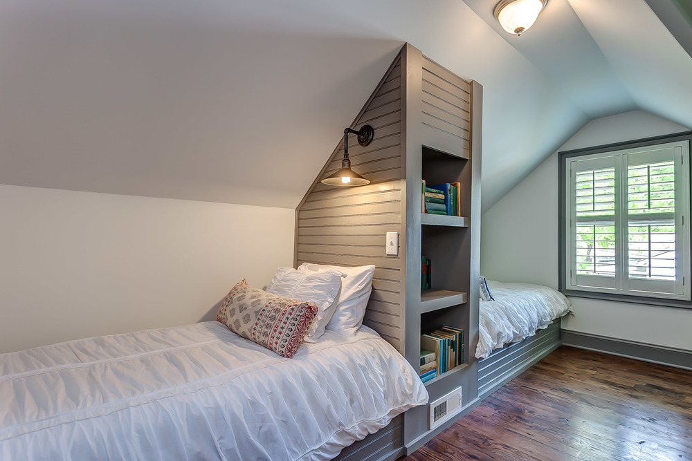 Bunk in style in the cozy twin sleeping quarters | Pot N' Kettle Cottages