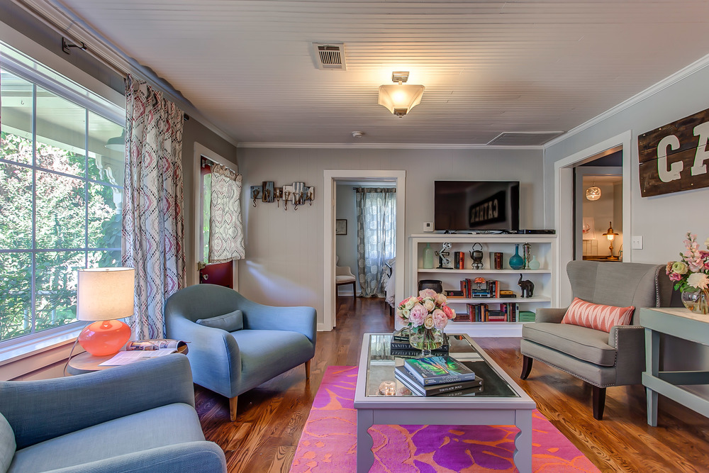 The Coda Cottage a VRBO located in Tennessee is just steps from shopping and dining in the village of Leiper's Fork | Pot N' Kettle Cottages