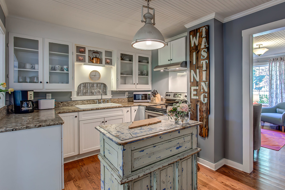 The kitchen in the Coda Cottage is decorated in true farmhouse style | Pot N' Kettle Cottages