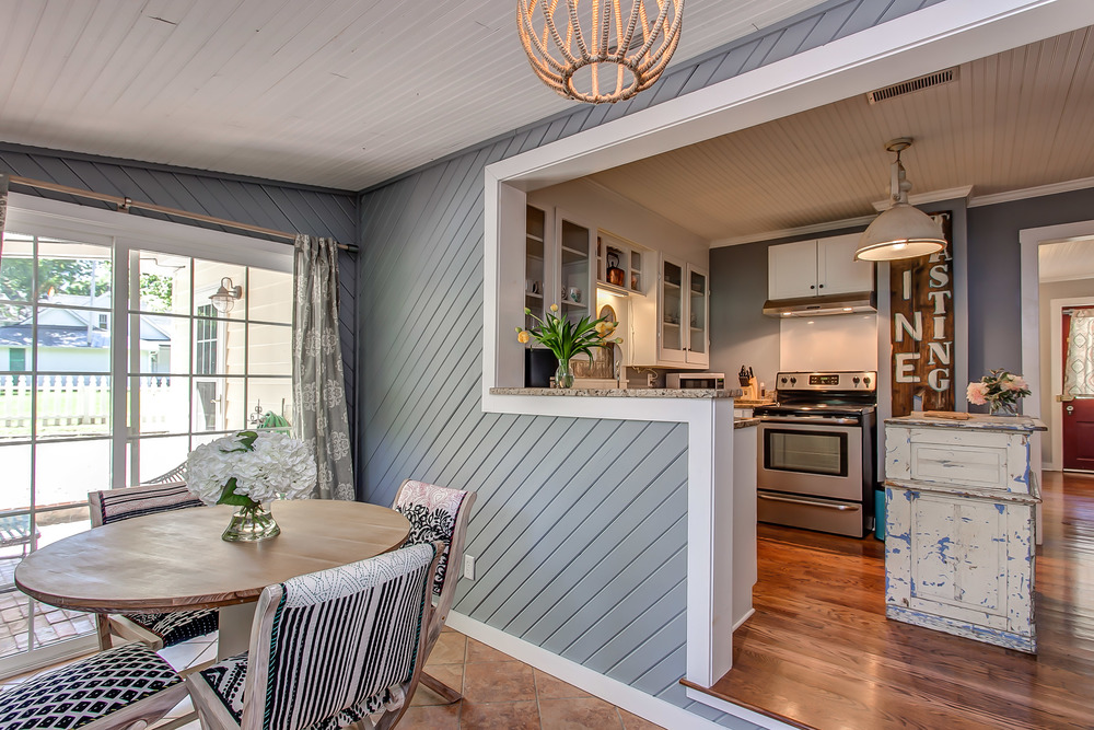 Dining for six in the eat in area of the kitchen with doors that open out to the patio | Pot N' Kettle Cottages