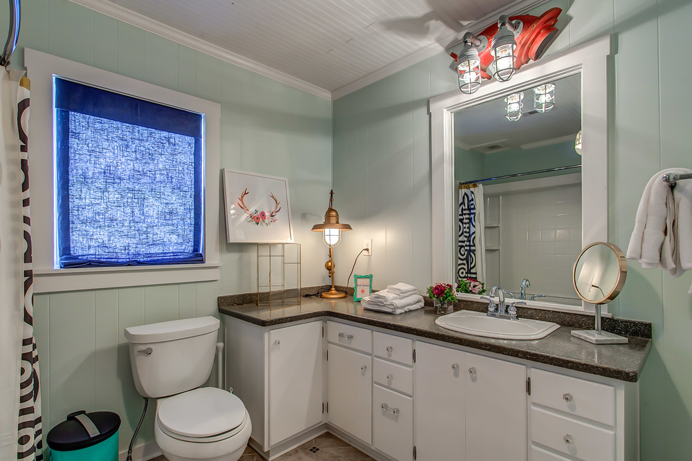 The Coda Cottage bathroom is large and spacious | Pot N' Kettle Cottages
