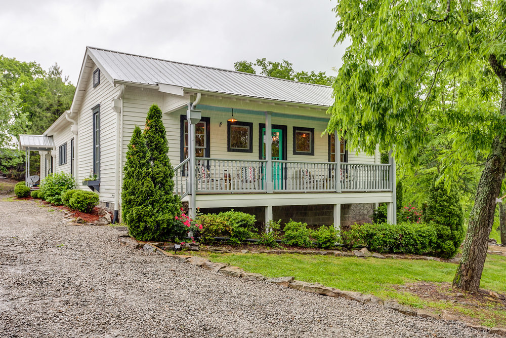 Leiper's Fork Inn is two 100 year old historic homes in Leiper's Fork TN | Pot N' Kettle Cottages