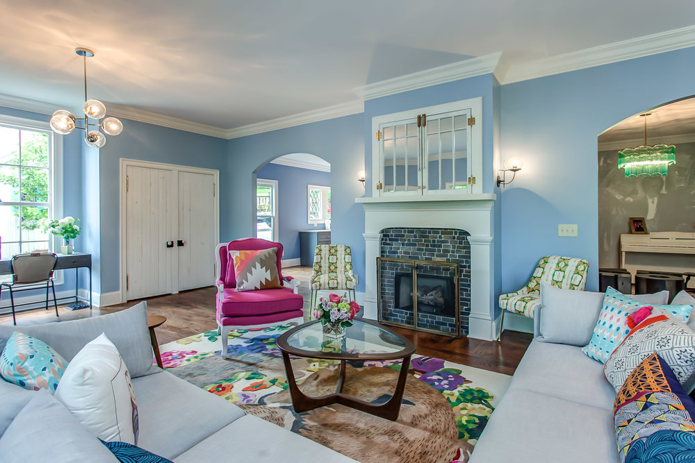 Plenty of room to play in the living room at Leiper's Fork Inn | Pot N' Kettle Cottages