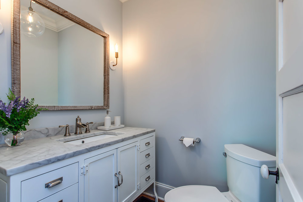 The guest bathroom at the Leiper's Fork Inn in Franklin TN| Pot N' Kettle Cottages
