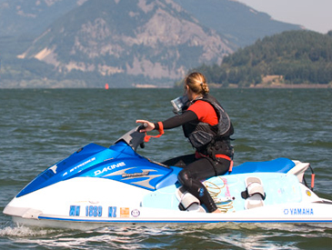 Tonia Farman teaching kiteboarding
