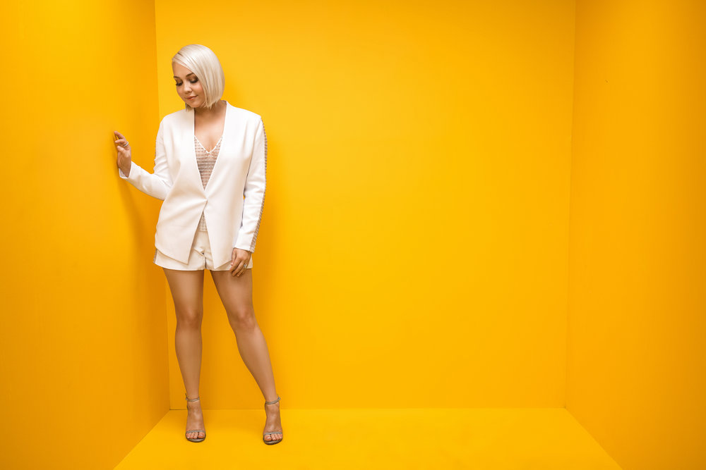 RAELYNN-CMT-MUSIC-AWARDS-YELLOW-BOX-PHOTO-RSB.jpg