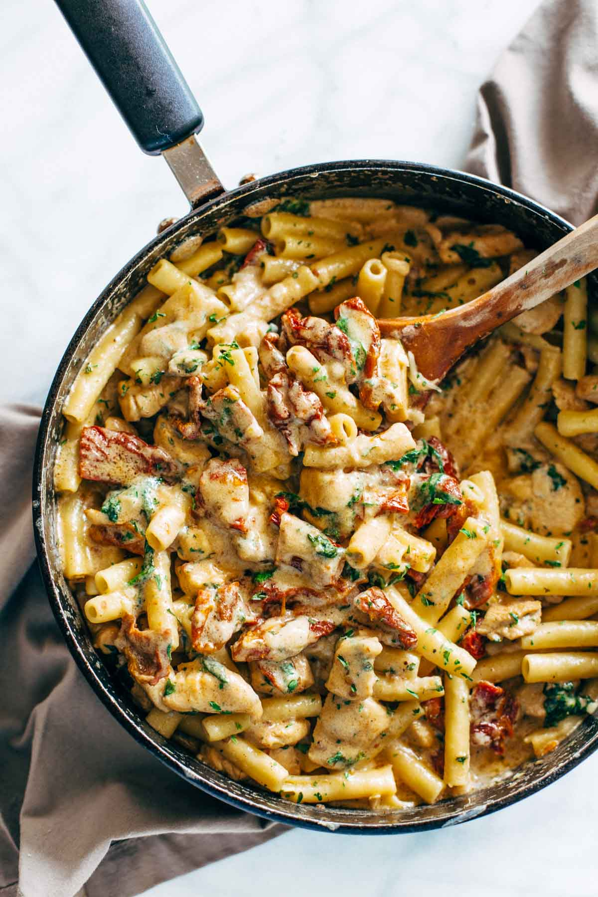 recipehouse :     (via  Sun Dried Tomato Chicken Florentine Pasta - Pinch of Yum )