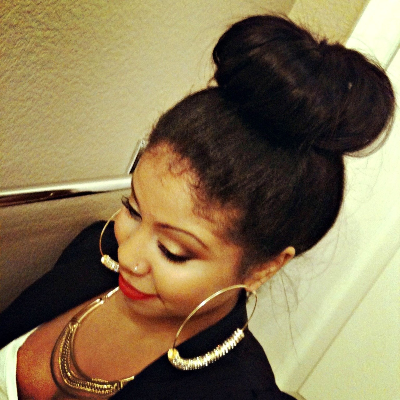 dreamerzone :     a cute girl with a bun»»