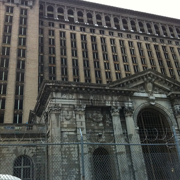 jaysvanshuaraches :     No trespassing at Michigan Central Station #detroit #architecture #michigan (Taken with  instagram )