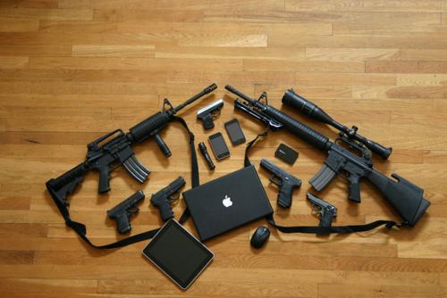 GUNS & MACS