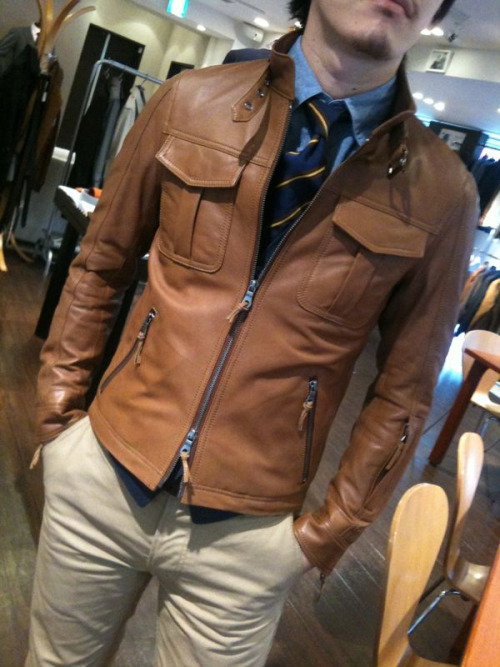 introducingmrbentley :     dig the dual zippers on the jacket     THIS JACKET IS AWESOME!